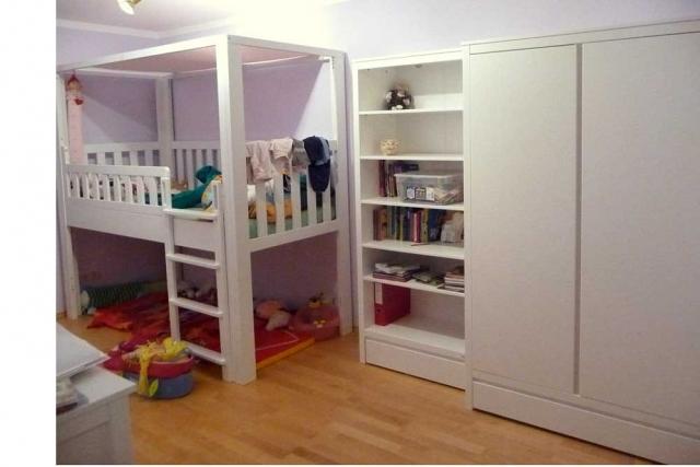 Kinderzimmer mit weiß lackiertem Hochbett LISTO