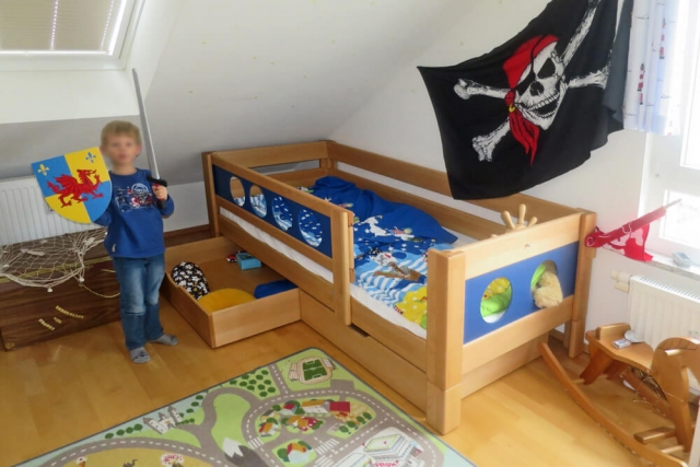 Kinderzimmer mit Piratenbett