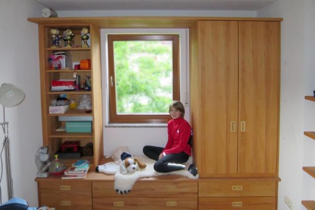 Mädchenzimmer mit Einbaumöbeln aus massivem Buchenholz