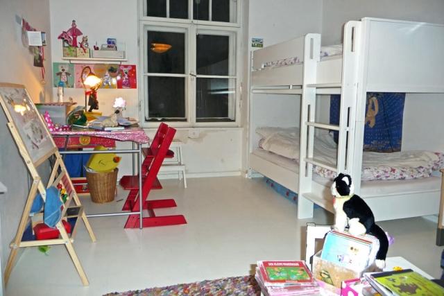 Kinderzimmer mit weiß lackiertem Etagenbett KINTO