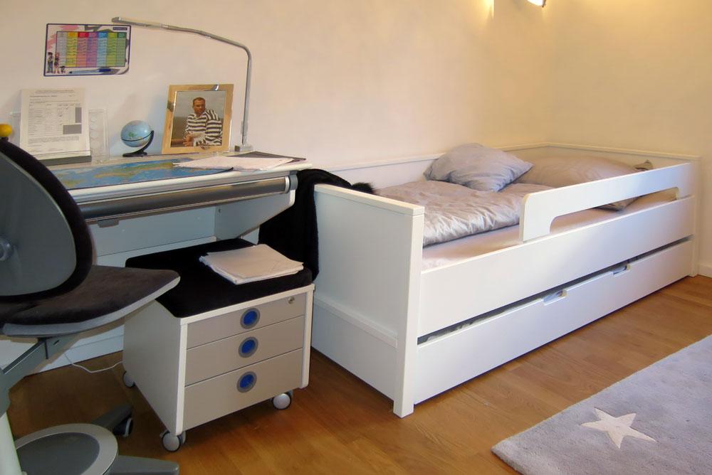 weisses Kinderbett NESTBETT mit Schublade. SALTO Kindermöbel, München