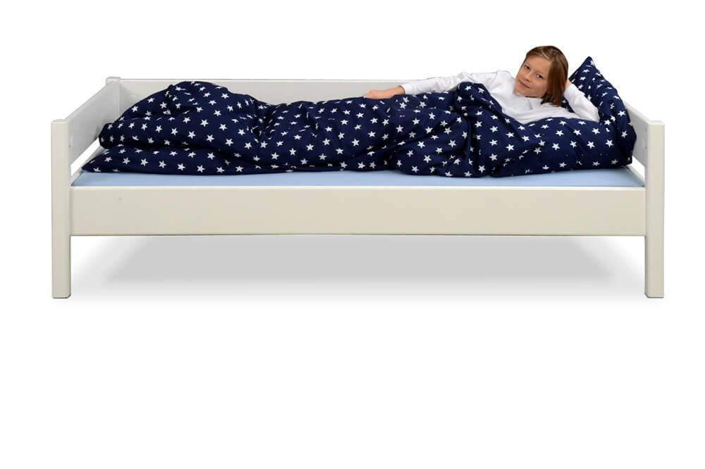 wei lackiertes kinderbett kinto basic aus holz inklusive lattenrost. Black Bedroom Furniture Sets. Home Design Ideas