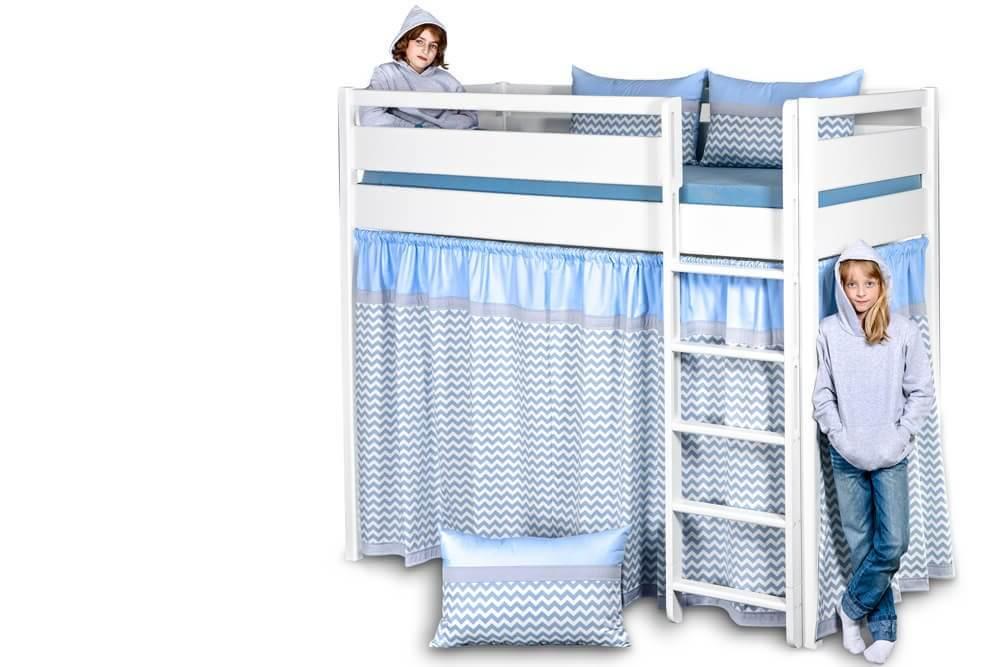 kinto das wei e hochbett mit vorh ngen und hohem schutz rahmen. Black Bedroom Furniture Sets. Home Design Ideas