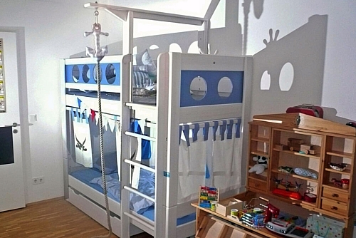 Kinderzimmer-Etagenbett-Piratenbett-weiss