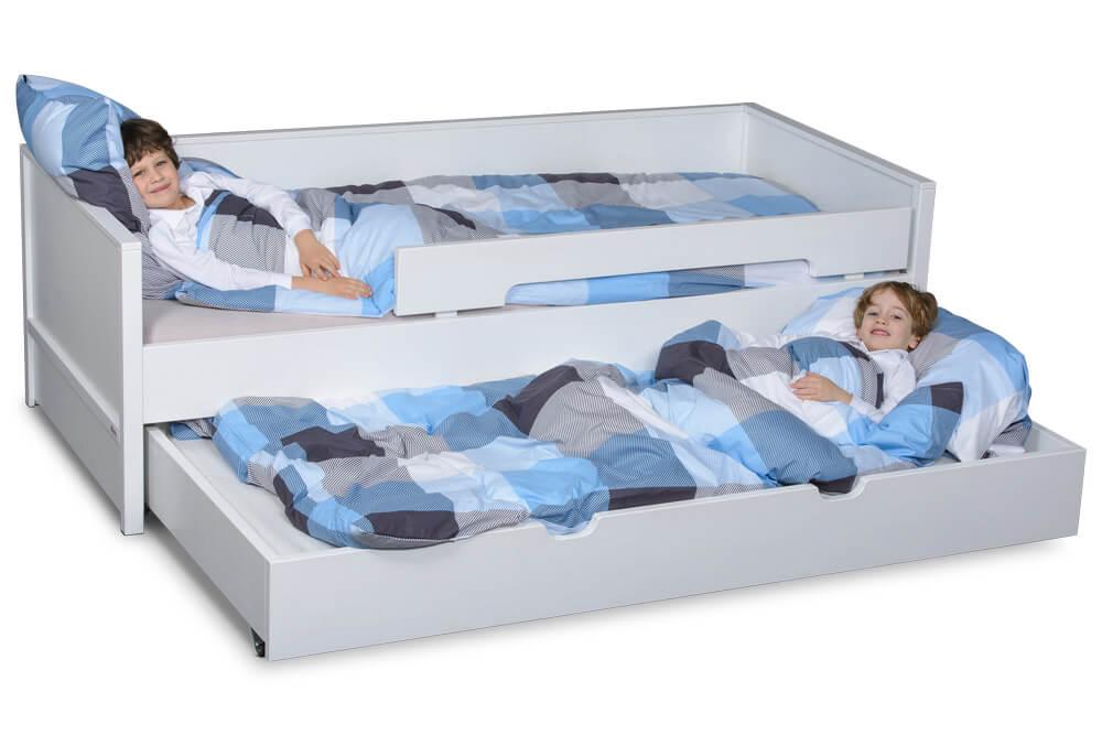 nestbett das kuschelige wei lackierte kinderbett mit g stebett. Black Bedroom Furniture Sets. Home Design Ideas