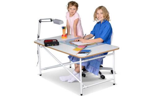 Kinderschreibtisch KINTO / ähnlich Eiermann-Schreibtisch / SALTO Kindermöbel / München