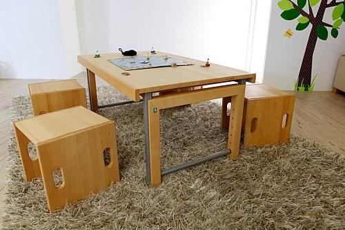der Kinder-Schreibtisch Ziggy aus massivem Buchenholz