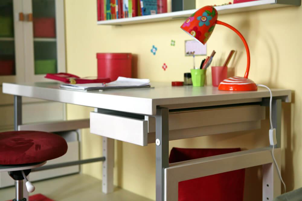 Kinderzimmer schreibtisch  ZIGGY basic, der weiße Massivholz Schreibtisch - kinderzimmer-24.de