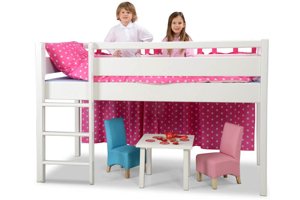 wei lackiertes spielbett kinto mit hohem gel nder kinderzimmer. Black Bedroom Furniture Sets. Home Design Ideas