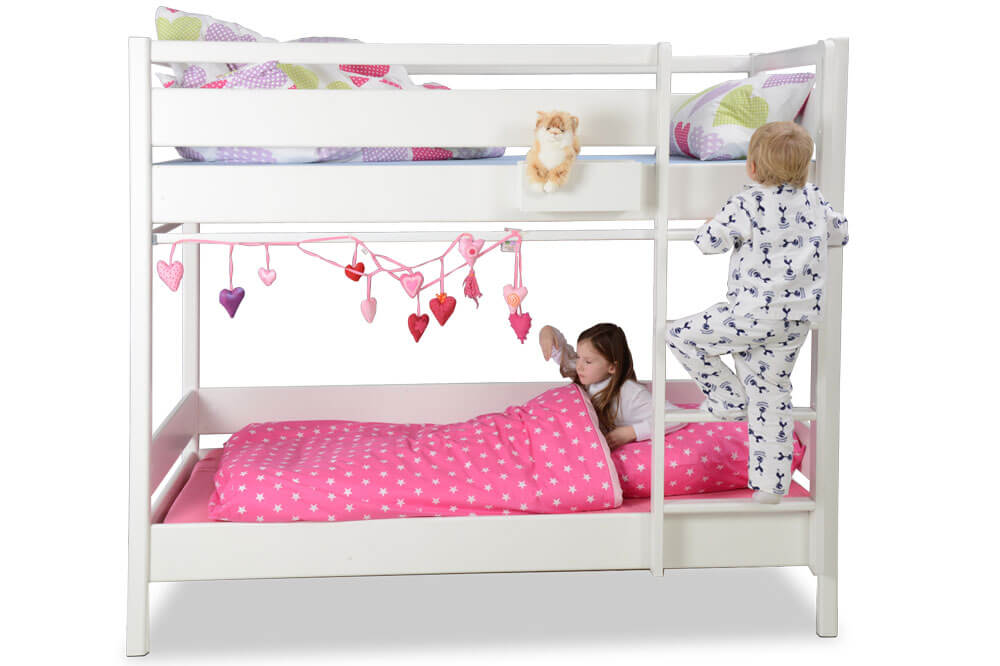 das wei lackierte etagenbett kinto mit g stebett kinderzimmer. Black Bedroom Furniture Sets. Home Design Ideas