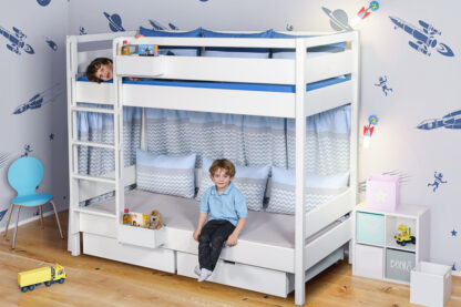 weiß lackiertes Etagenbett KINTO, mit 2 Schubladen. Hersteller: SALTO Kindermöbel, München