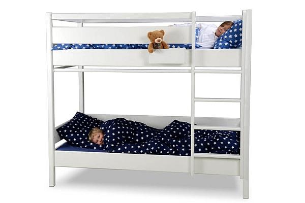weiß lackiertes Etagenbett KINTO aus Holz / SALTO – Möbel für Kinder / München