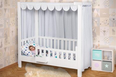 mitwachsendes Kinderbett LISTO aufgebaut als Himmelbett / SALTO Kindermöbel München