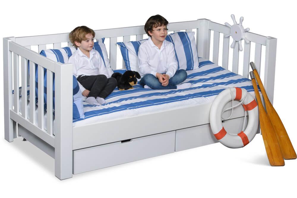 Kinderbett LISTO mit Laden, das weiß lackierte Kinderbett aus Buchenholz.