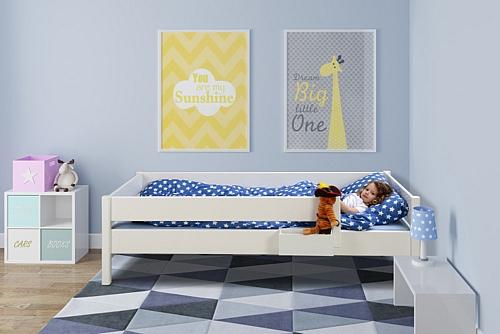 weiß lackiertes Kinderbett aus Holz: KINTO basic Kindermöbel SALTO München
