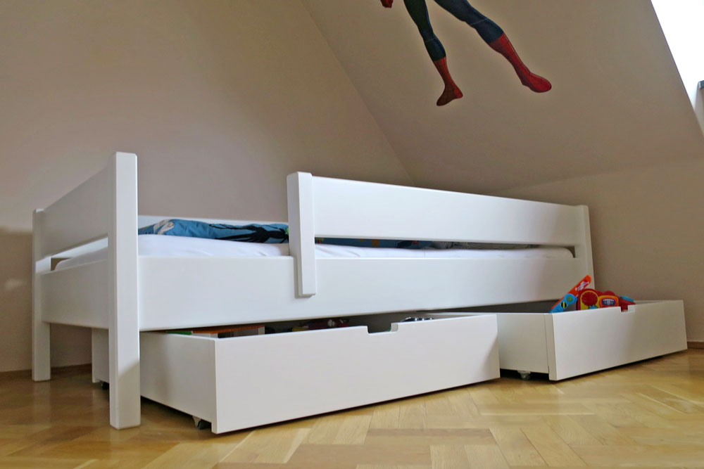 wei lackiertes kinderbett kinto basic aus holz inklusive lattenrost. Black Bedroom Furniture Sets. Home Design Ideas