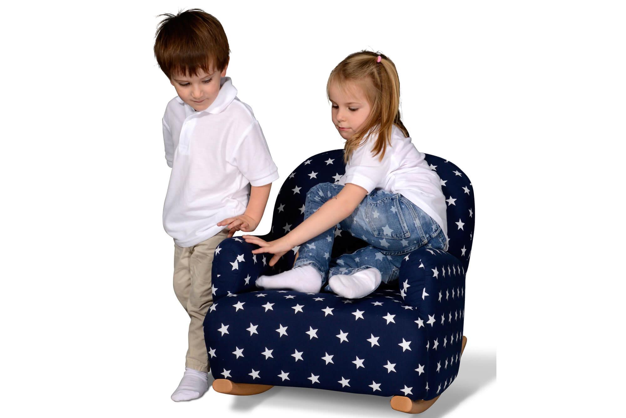 bequemer kindersessel mit schaukelkufen aus holz kinderzimmer. Black Bedroom Furniture Sets. Home Design Ideas