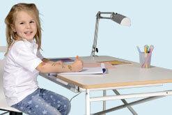 Schreibtische und Drehstühle