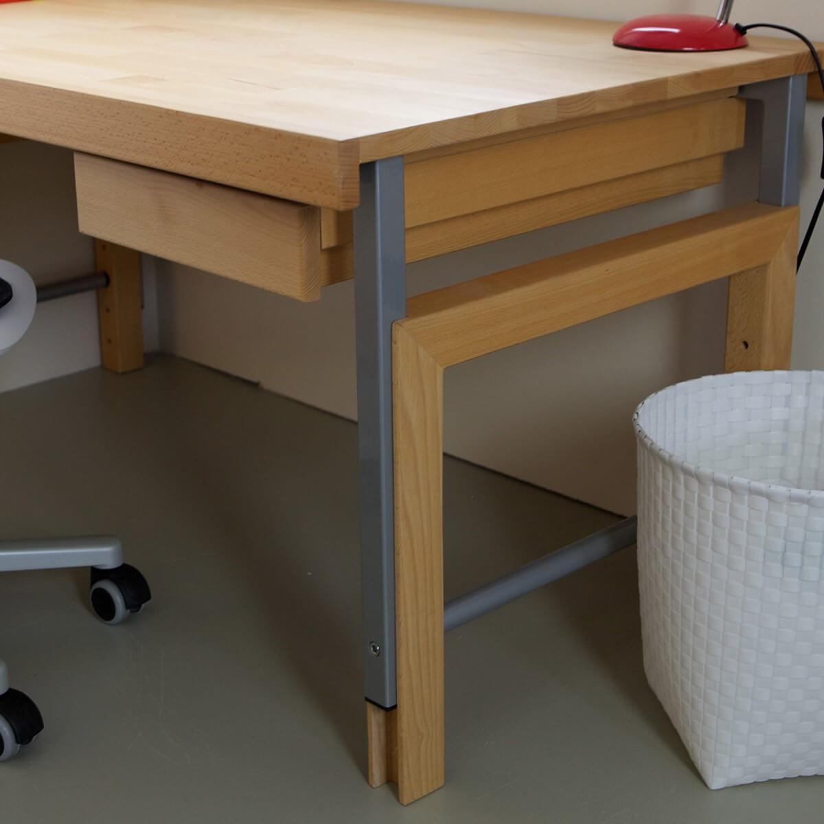 Ziggy der solide kinderschreibtisch aus massivholz for Schreibtisch aus buchenholz