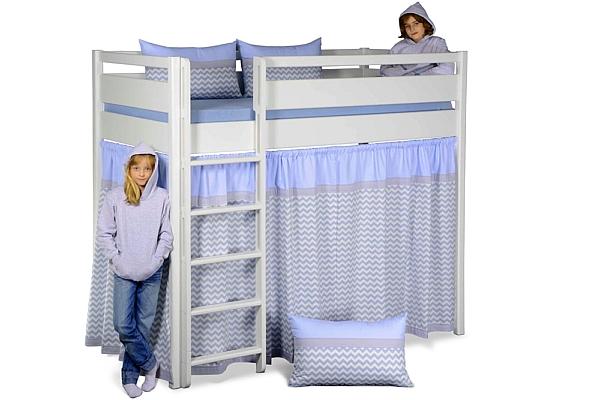 Hochbett KINTO, weiß lackiert, mit Vorhängen an drei Seiten. Hersteller: SALTO – Möbel für Kinder München